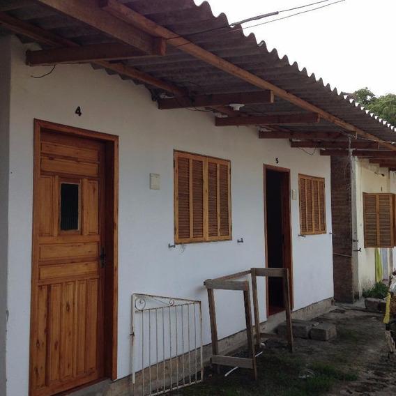 Casa Tipo Kitnet, Peça Ampla, Residencial Para Locação, Bairro Guarujá. - Ca0533