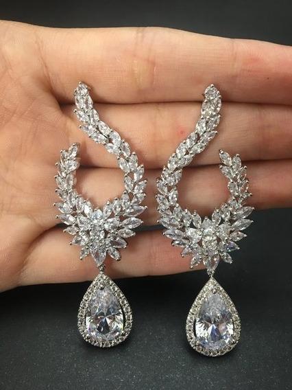 Brinco De Festa Com Zircônias Diamante Catarina - Semijoia
