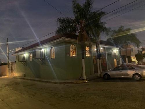 Propiedad En Esquina, Ideal Vertical, Por Jardines De La Paz