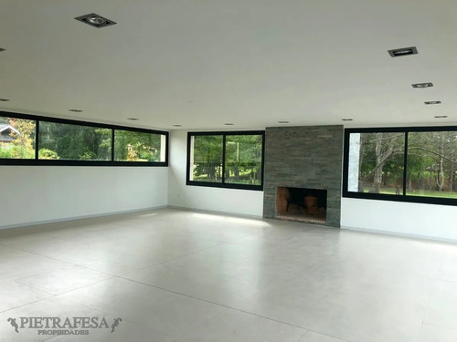 Casa En Venta 4 Dormitorios 5 Baños Con Parrillero Y Fondo Con Vista Al Lago- Carmel- Ref: 1938