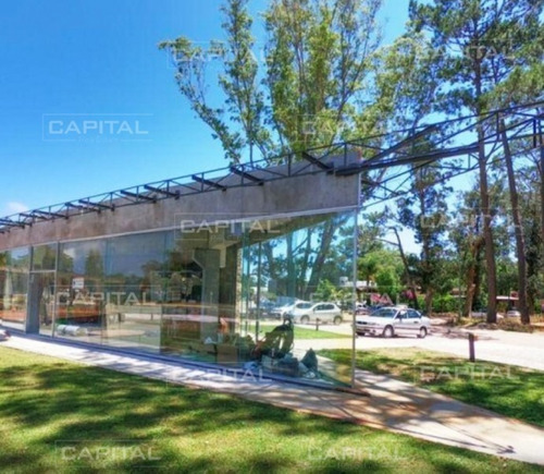Moderno Loca En Alquiler Ubicado En Punto Estratégico En Solanas- Ref: 30012