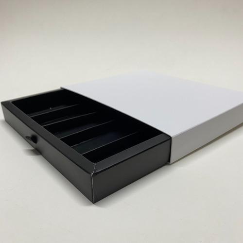 Imagen 1 de 10 de Caja Cajonera Blanco Y Negro P/25 Bombones 1/4kg (x50u) 083b