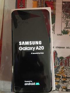 Celular Samsung A20 Azul. De 32gb. Precio Charlable