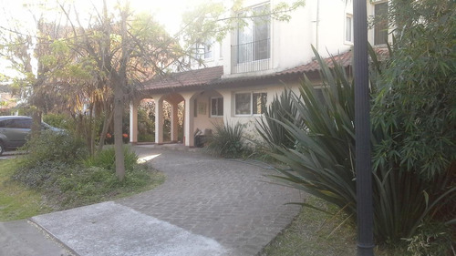 Hermosa Casa A La Venta Estilo Campo En Barrio Los Sauces. Pilar