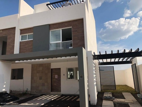Casa En Venta En El Mirador, Queretaro, Rah-mx-20-2055