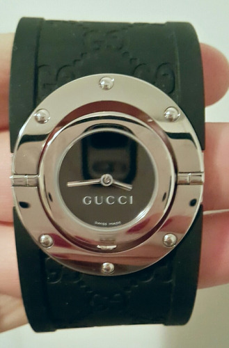 Gucci Women's 112 Twirl Collection Black Rubber Bangle Watch