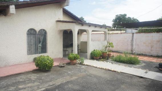 Casa En Venta La Piedad Cabudare 20-3080 Rr