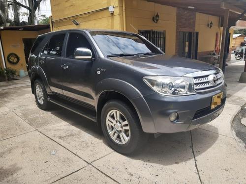 Toyota Fortuner Urbana 2.7 At
