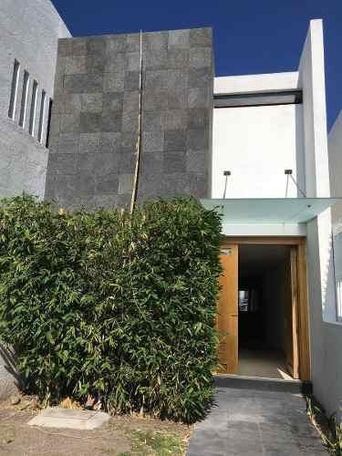 Se Renta Hermosa Casa Semi Amueblada En Punta Juriquilla