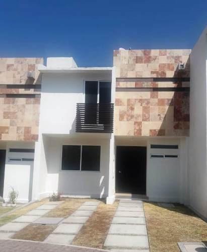 Renta De Bonita Casa En El Fraccionamiento Palmas Cinco Asahi, Querétaro
