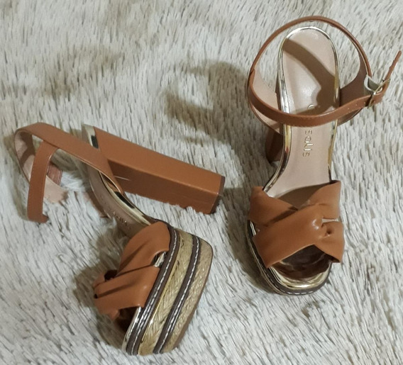 Sandália Salto Grosso Crysalis Cores Preta / Caramelo