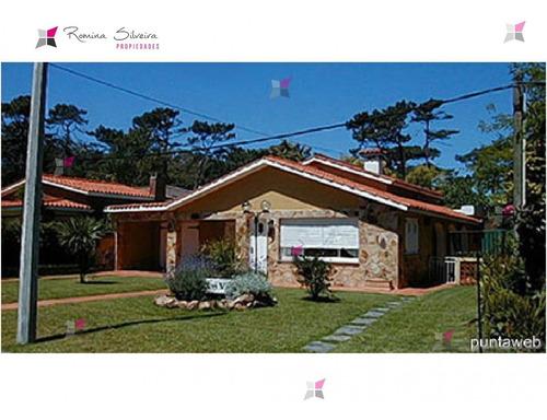 Casa En Mansa, 3 Dormitorios *- Ref: 7200