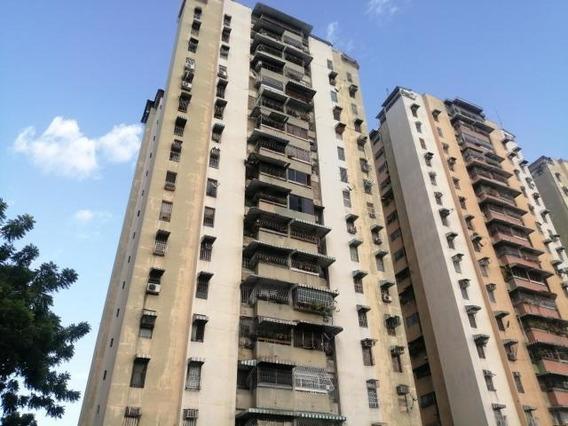 Apartamento En Venta Urb. El Centro- Maracay 20-23568hcc