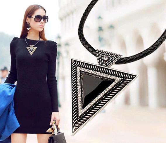 Collar Negro Grande Triángulo Cadena Cuero Detallado