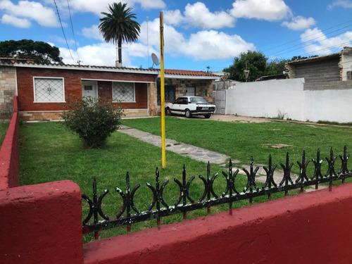Dos Casas Con Aptos Al Fondo Ideal Inversionista 119900 U$s