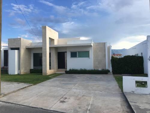 Casa En Venta En Fracc El Campanario