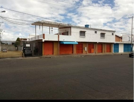 Casa En Venta En Av. Principal De Paraparal, Los Guayos