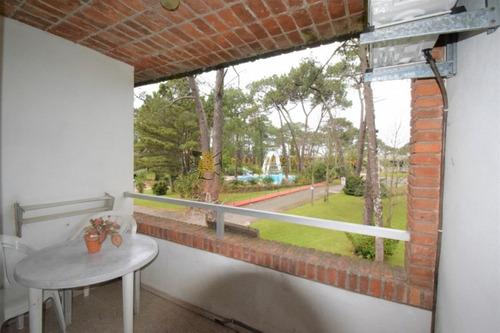 Cómodo Apartamento En Complejo Arcobaleno, De 1 Dormitorio, 1 Baño, Cocina Definida, Terraza Y Garaje. Consulte!!!!!!- Ref: 2066