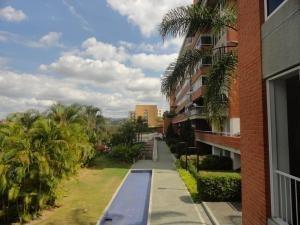 Jc Alquiler De Apartamento En Lomas De La Alameda / 20-7011