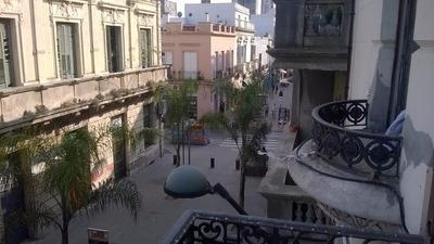 Gran Casa En Peatonal Perez Castellano Con Muy Buena Renta