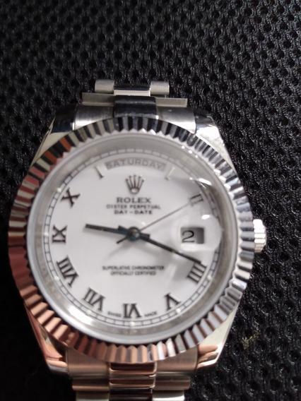 Relógio Rolex Datejust Maquinário Japonês Fundo Branco