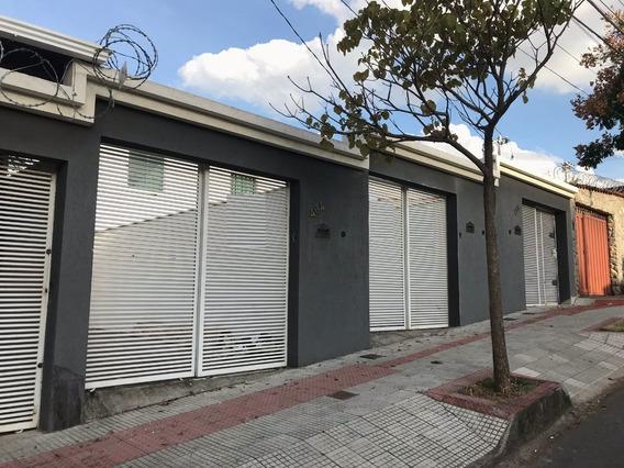 Casa Independente, Bairro Santa Monica, 2 Quartos, 2 Vagas. Quintal Amplo E Ótima Localização. - 2462