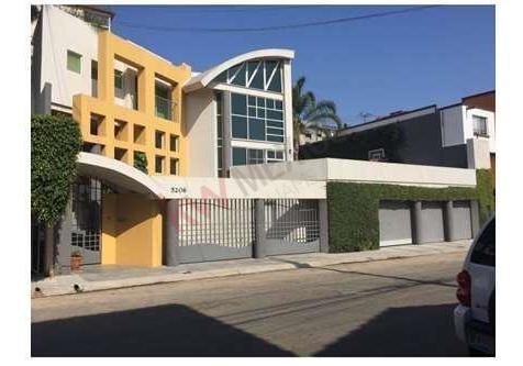 Excelente Residencia En Lomas De Agua Caliente 6ta. Sección.