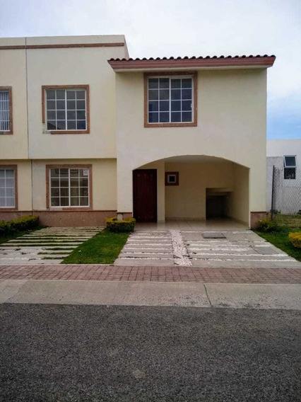 Casa En Renta En El Refugio Calle 3 Recamaras 11,000