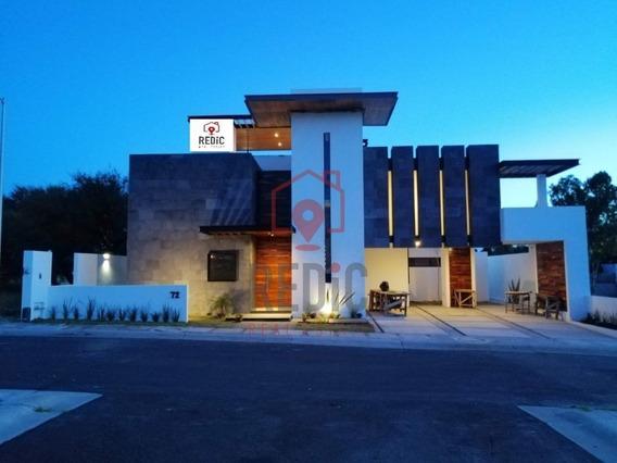 Casa En Venta De 3 Hab + Cto De Servicio En Juriquilla