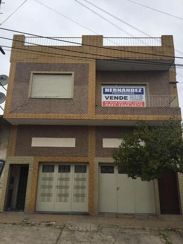 Casa En Venta + Depto Al Fondo. La Tablada.