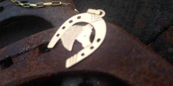 Cordão Em Ouro 18 K, Com Pingente Ferradura E Cavalo.