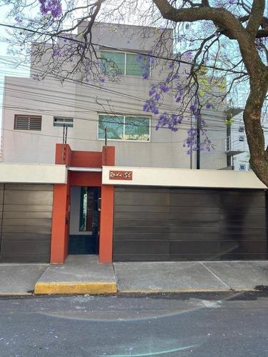 Espectacular Casa Totalmente Remodelada En Parte Baja De Las Aguilas