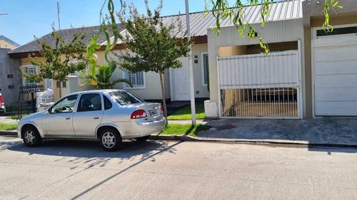 En Venta En Barrio Altos De Podesta, Hermoso Chalet De 3 Ambientes; Con Cochera Cubierta Para Dos Autos; Fondo Con Pileta; F: 8515