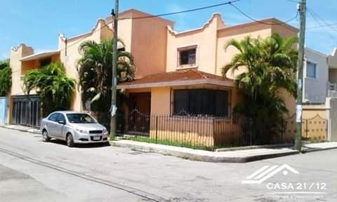 Casa En Esquina 5 Habitaciones, 5 Baños, Garage, 2 Pisos