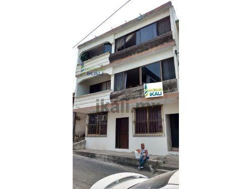 Rento Departamento Amueblado Col. Centro De Tuxpan, Veracruz, Se Encuentra Ubicado En La Calle Venustiano Carranza # 7 De La Colonia Centro A Unas Calles Del Parque Reforma, En El Segundo Piso, Cuent