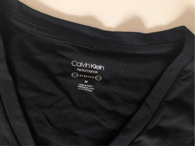 b9aa3466d3 Blusa Baby Look Calvin Klein - Camisetas e Blusas para Feminino no ...