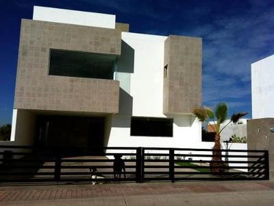 Preciosa Residencia En El Refugio, 3 Niveles, 3 Recámaras, Roof Garden 4.5 Baños