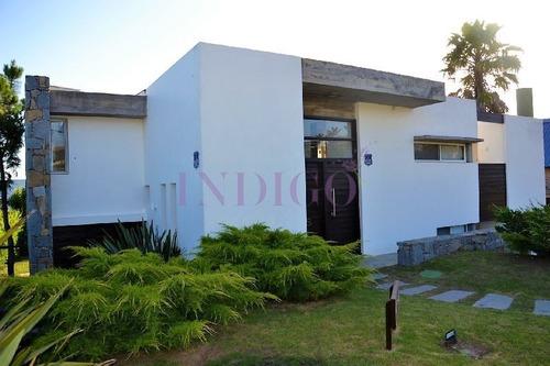 Espectacular Casa En Venta Y Alquiler Con Toda La Vista Al Mar En La Zona Mas Exclusiva De Punta Del Este.- Ref: 339