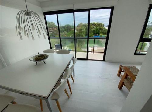 Venta De Apartamento De 3 Dormitorios En Playa Brava