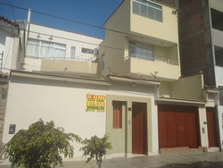 Vendo Casa 9 Años Ac: 442.49m2 At: 242.49m2 - Trujillo