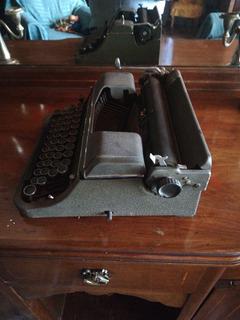 Antigua Máquina De Escribir Undewood