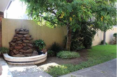 Amplia Casa En Excelente Zona Ideal Para Habitación O Comercio