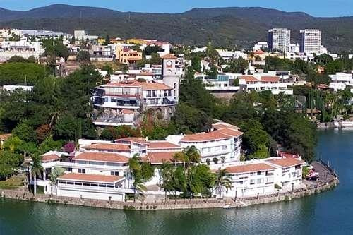 Departamento O Villa En Península Juriquilla Con Vista Al Lago. Privada Con Vigilancia Y Acceso Restringido En El Náutico