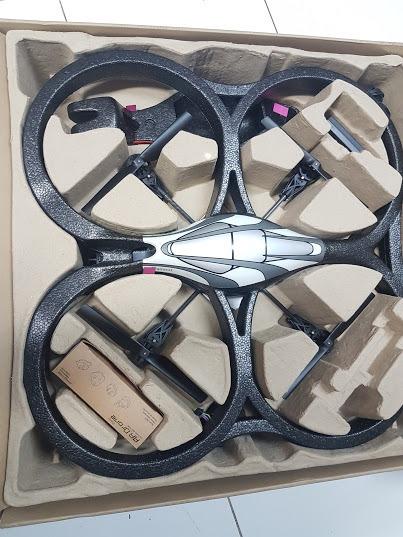 Parrot Ar Drone Quadricopter - Aeromodelo Wifi Novo
