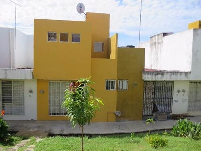 Casa Habitación De Dos Plantas En Excelente Condiciones