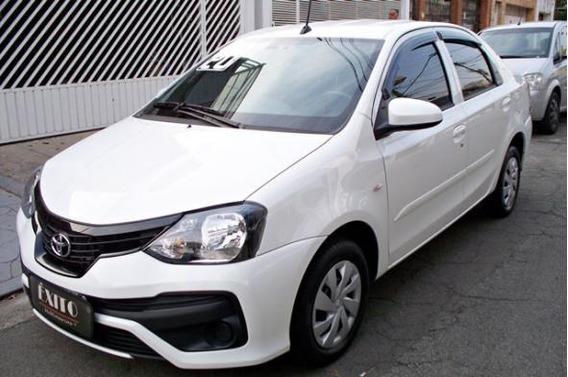 Toyota Etios X Sedán 1.5 Automatico Branco 2019/2020