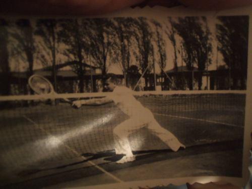 Foto Antigua De Tenis