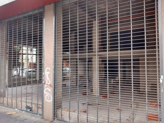 Local Comercial En Importante Esquina De Lomas De Zamora.