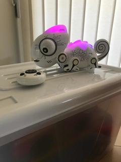 Robot Camaleón Con Luces