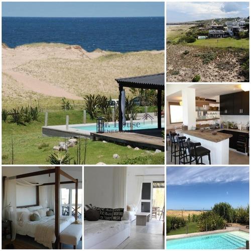 Exclusiva Casa En Las Grutas, Punta Ballena, Frente Al Mar!- Ref: 233